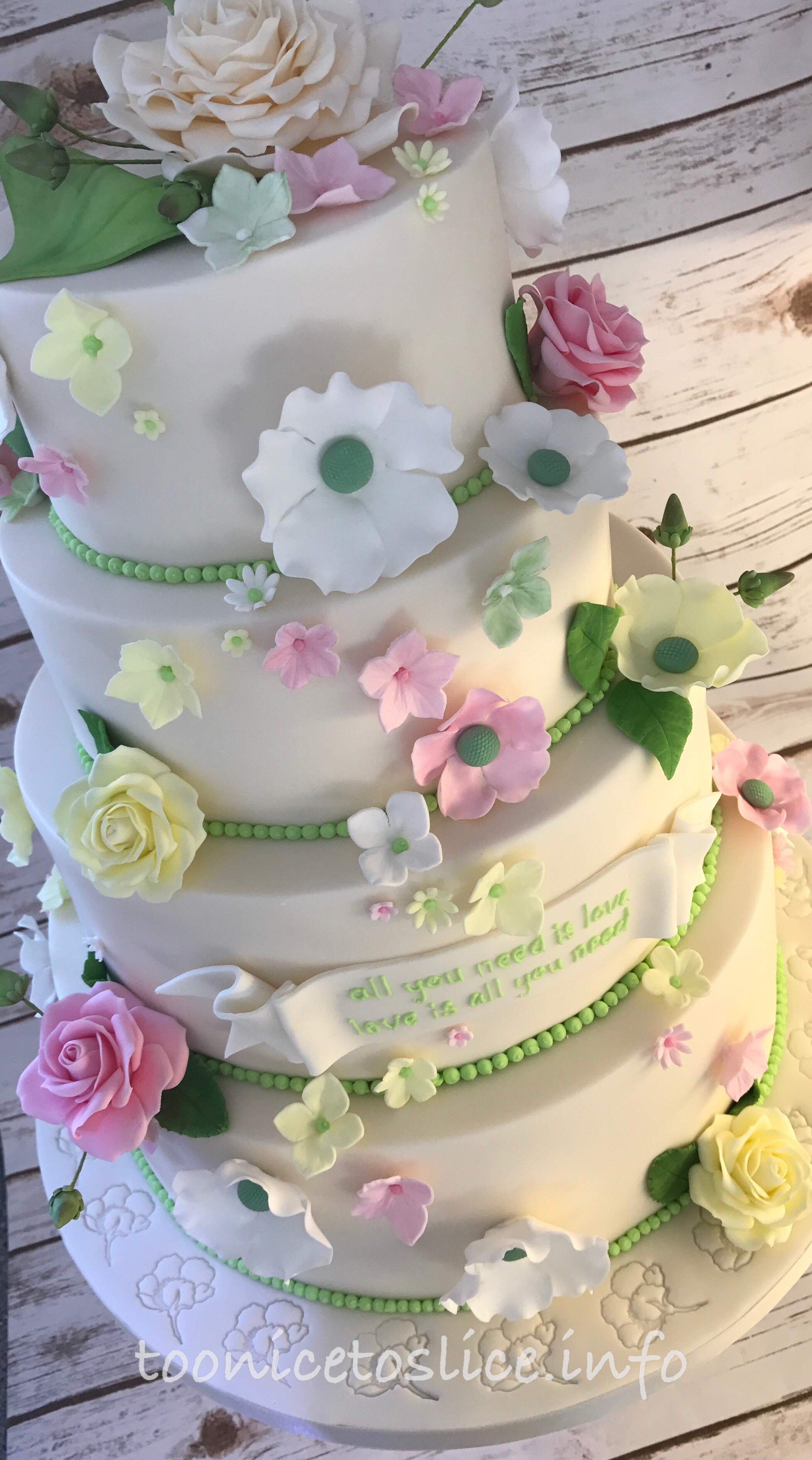 4 or more tiered cakes