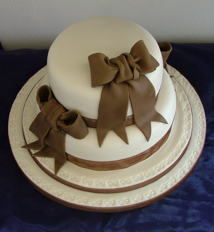 Cake Making Classes Lancashire : Two Tier Wedding Cakes - Too Nice to Slice