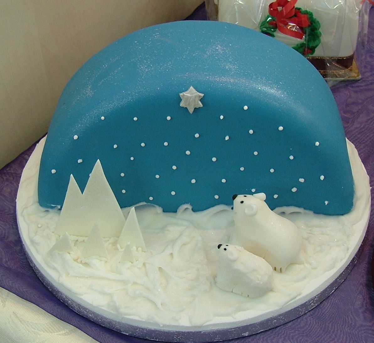 Seasonal Cakes Too Nice To Slice